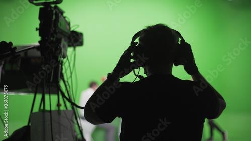 Photographie Film Crew in Green Studio