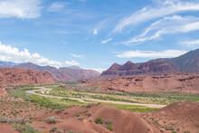 Vista Panoramica De Un Valle Q...