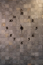 Clock On Artificial Rock, Natu...