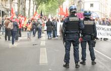 Policiers Pendant Des Manifest...