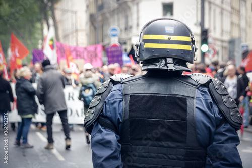 Foto policiers pendant des manifestations