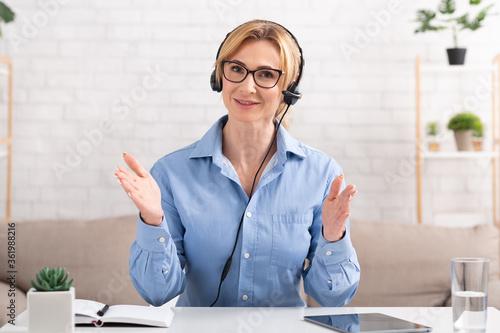 Fotografie, Tablou Business woman talking to client online