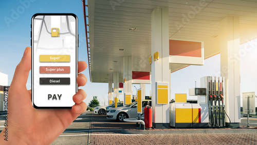 Fotografía Mobile application for contactless payment at a gas station