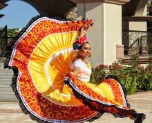 Mujer Vestido Tradicional Amarillo. 9