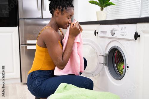 Obraz na plátně Smelling Washed Clothes Or Laundry