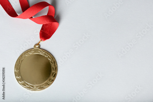 Fotomural Gold medal on white background, top view. Space for design