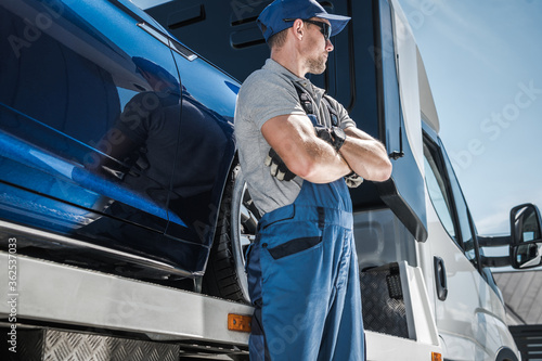 Car Loan Problems and Vehicle Repossession Using Towing Truck