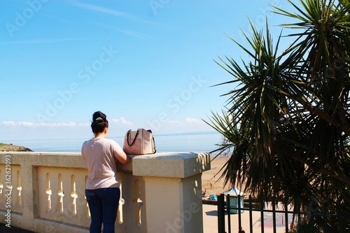 Papel de parede Rear View Of Woman Looking At Sea Against Sky