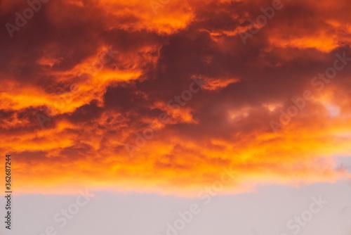 Fototapety, obrazy: Sonnenuntergang mit feuerroten Wolken
