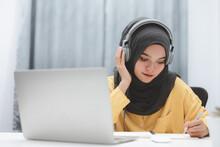 Beautiful Muslim Student Girl ...