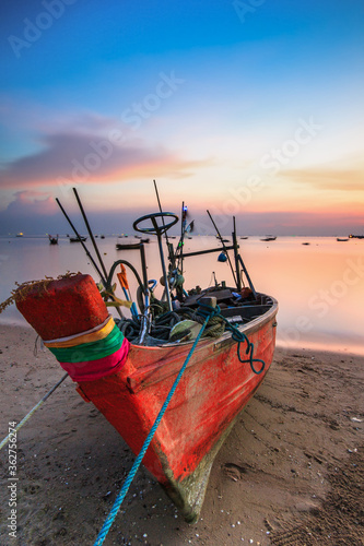 Canvastavla Fishing Boat Moored At Beach During Sunset