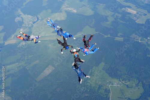 Obraz na plátně Skydiving. Formations. A group of skydivers is in the sky.