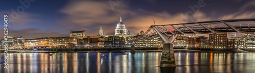 the cityscape of the Millennium Bridge and Saint Paul's Cathedral in London Engl Fotobehang