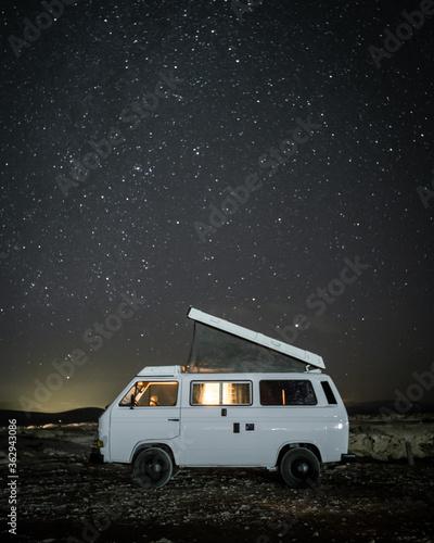 Camper Van On Field At Night Fototapete