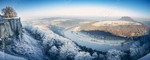 Obraz na plátně Festung Königstein fortress in saxony in winter with frozen landscape and river