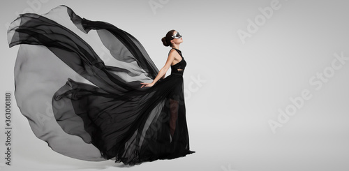 Tela Portrait of a mysterious girl in a black flying dress