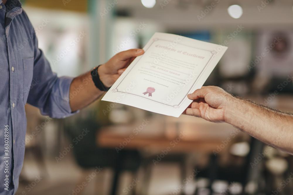 Leinwandbild Motiv - ธนาธิป ภาไตรวัฒน์/EyeEm : Cropped Hands Of Businessman Holding Certificate