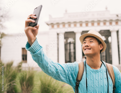 Asian tourist taking a selfie with mobile phone. Fototapet