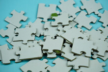 Random Jigsaw Puzzle Incomplet...