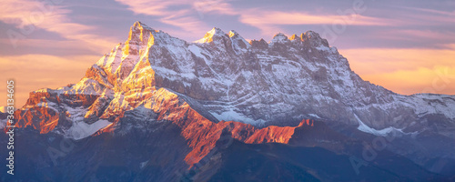 Fotografía Sinrise or sunset panoramic banner view of the Dents du Midi in the Swiss Alps,