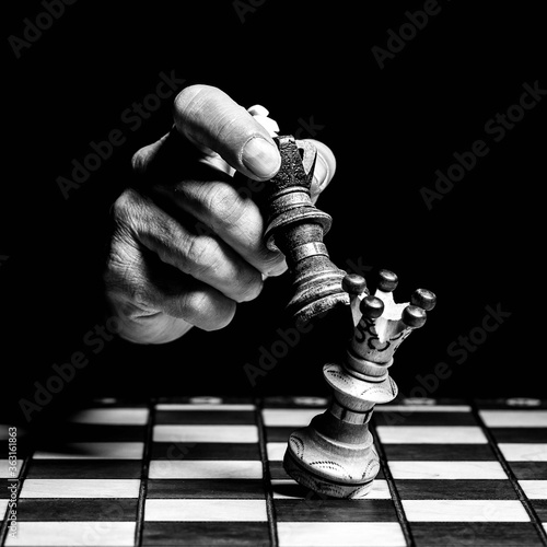 Cropped Hand Playing Chess In Darkroom Fototapet