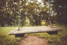 Retro Style Empty Chain Swing