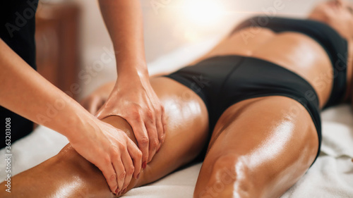 Cuadros en Lienzo Anti Cellulite Thigh Massage in a Beauty Spa Salon.