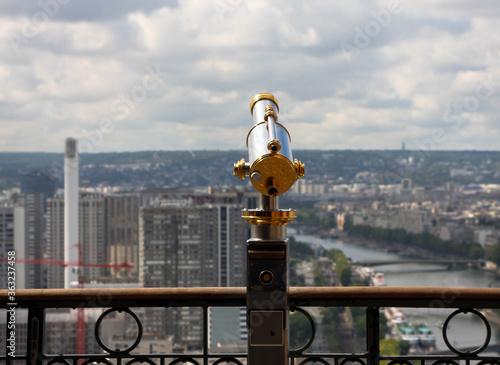 francja , Paryż , sierpień 2015 , luneta na Wiezy Eiffla