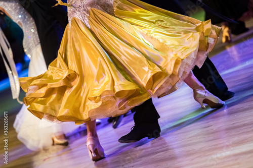 Low Section Of Couple Dancing On Hardwood Floor Fotobehang