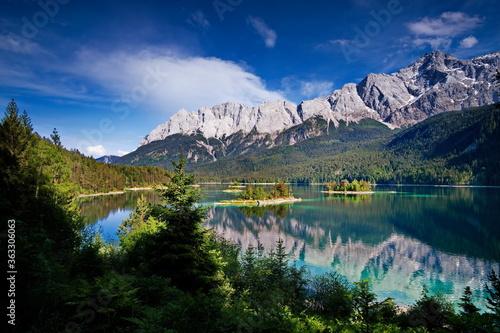 Photo Bergsee / Eibsee in den Alpen, Bayern