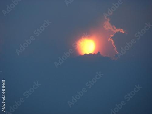 Cuadros en Lienzo coucher de soleil ste sabine