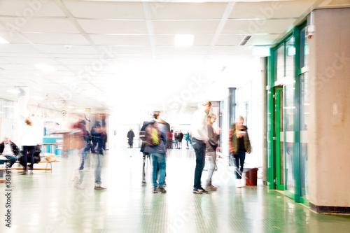 Photo People Walking In Illuminated School