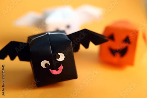 Valokuvatapetti 折り紙のかわいいハロウィンキャラクター コウモリとカボチャとゴースト