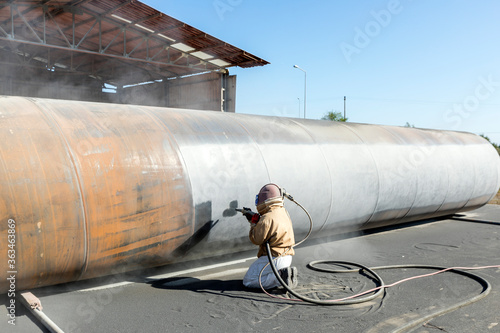 View of the manuel sandblasting to the large pipe Canvas-taulu