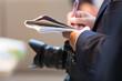 canvas print picture - Journalist mit Kamera und Notizblock auf einem Pressetermin