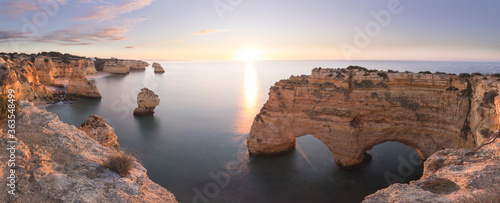 Fototapeta Costa del Algarve, Portugal, a vista de drone.