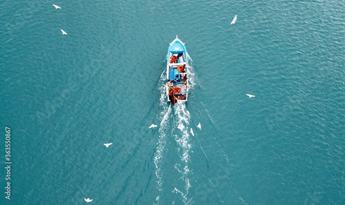 Fotografia Directly Above Shot Of People In Fishing Boat