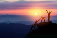 Teamwork Friendship Hiking Hel...