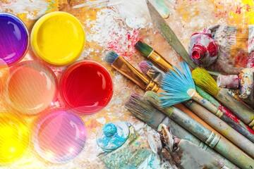 Umjetnički kistovi s kreativnim umjetničkim slikanjem