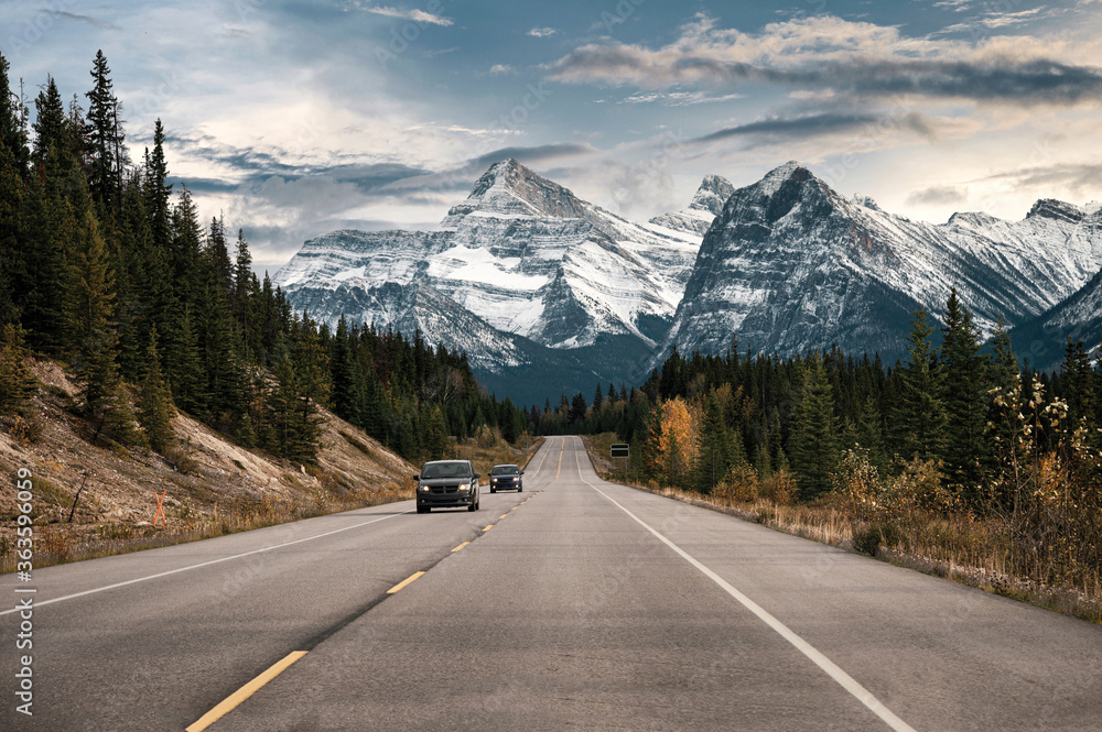 Fototapeta Car driving on highway with rocky mountains in Banff national park