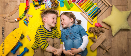 Photo Kids playing with wooden toys