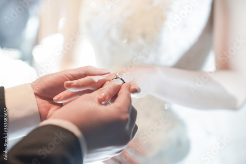Foto Bride And Groom Exchanging Rings During Wedding At Night