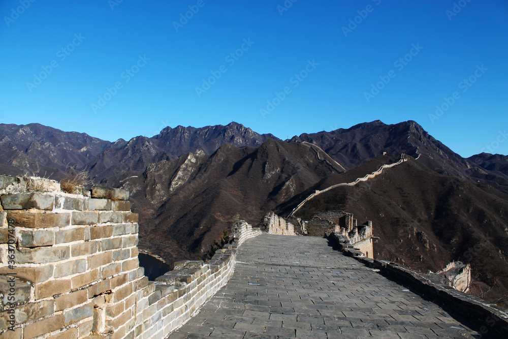 Fotografie, Obraz Scenic View Of Mountains By The Great Wall Of China