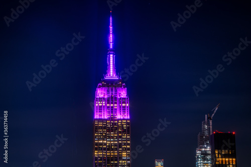 Fotografija Close Up Of The Empire State Building At Night