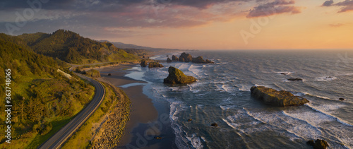 Pacific Highway 101 along the Southern Oregon Coast, aerial drone image Fototapet