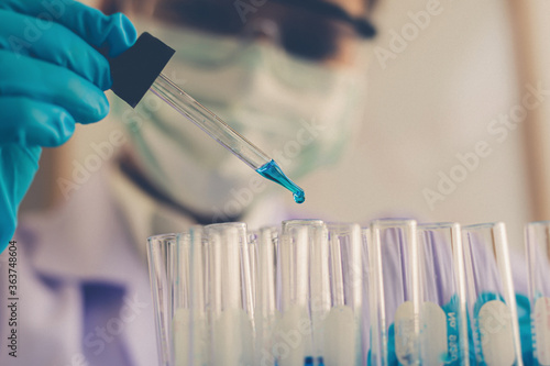 Canvastavla Close-up Of Female Scientist Doing Pipetting Liquid In Test Tubes