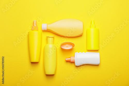 Fototapeta Bottles of sunscreen on color background obraz