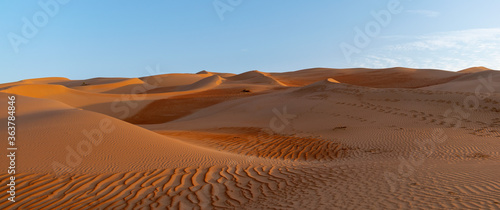 Sand Dunes In Desert Against Sky Billede på lærred