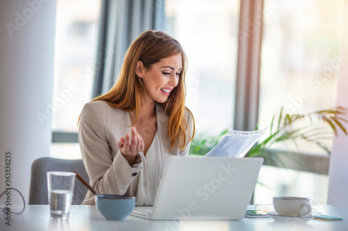Fotomural Happy businesswoman professional worker working online doing job on laptop at de