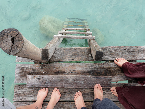 Fotografia Low Section Of People Standing On Pier At Lake